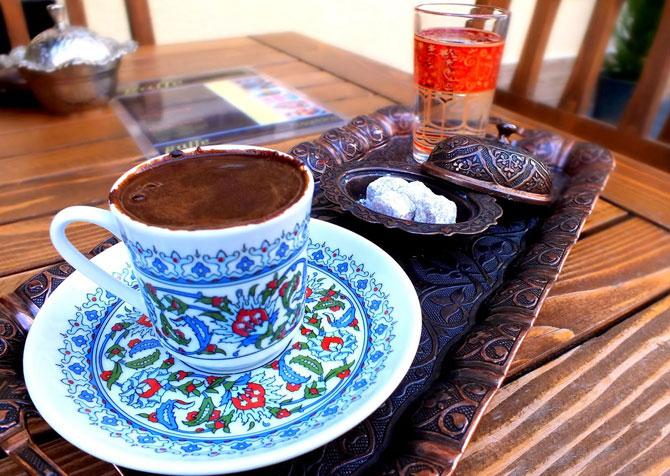 Кофе с восточными сладостями