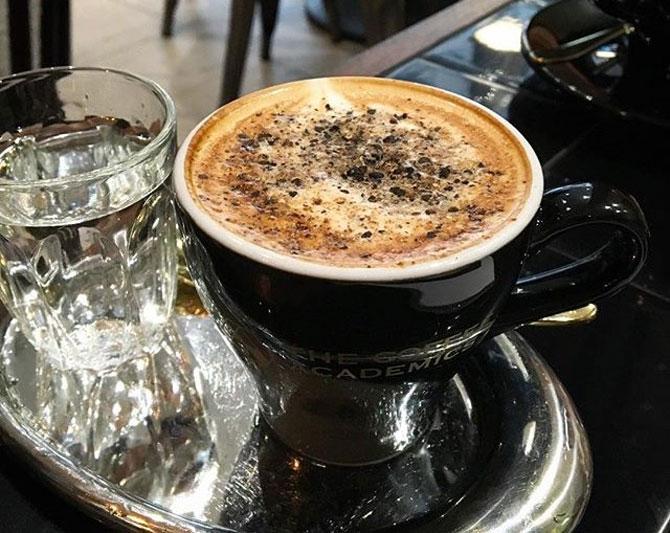 Подчеркивает вкус кофе
