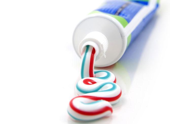 Цветная зубная паста