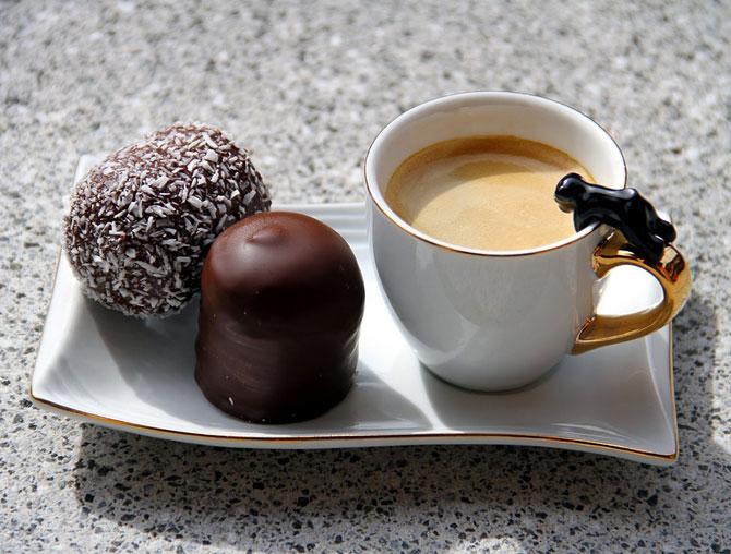Со сладостями вкуснее