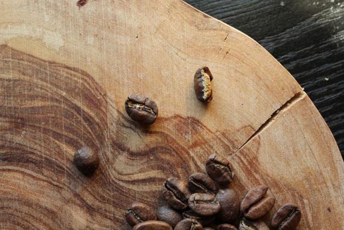 На деревянной доске