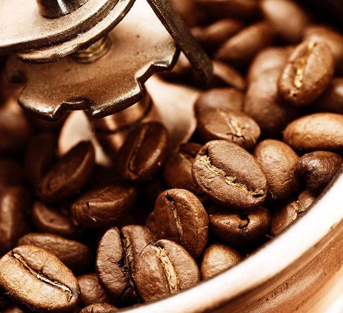 Зерна в кофемолке